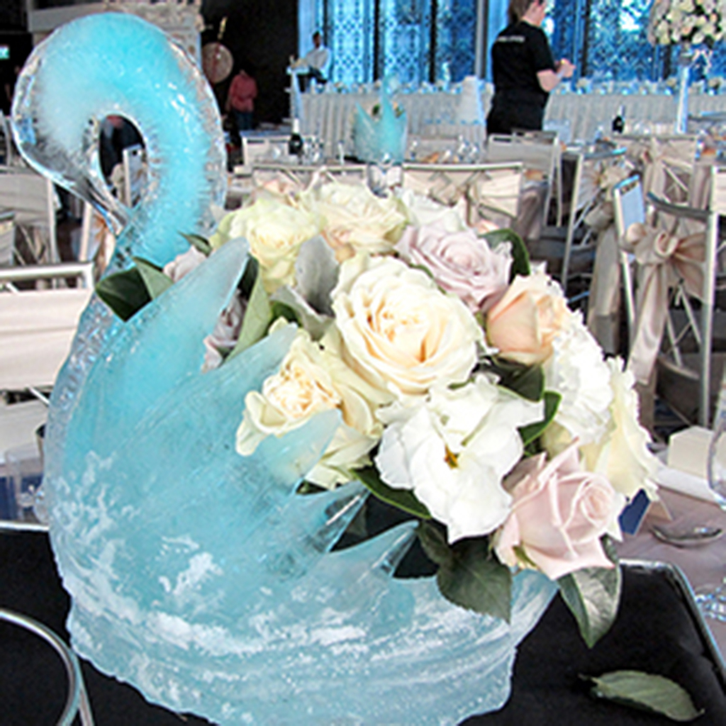 Table_Swan_Blue_with_Flowers